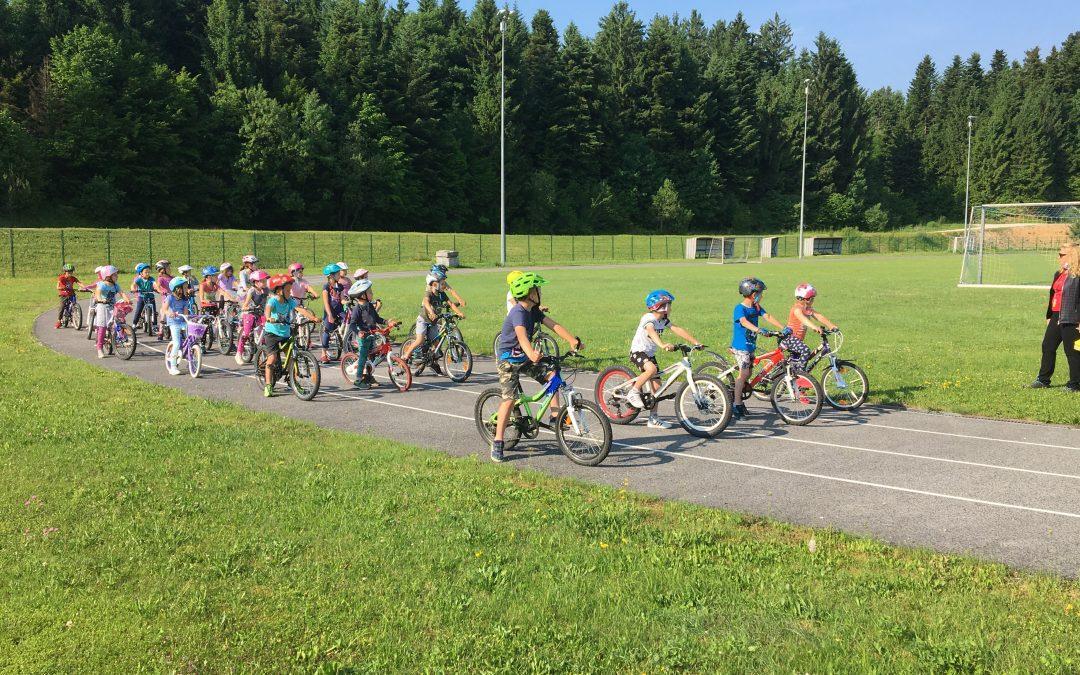 Utrinki kolesarjenja s prvošolci